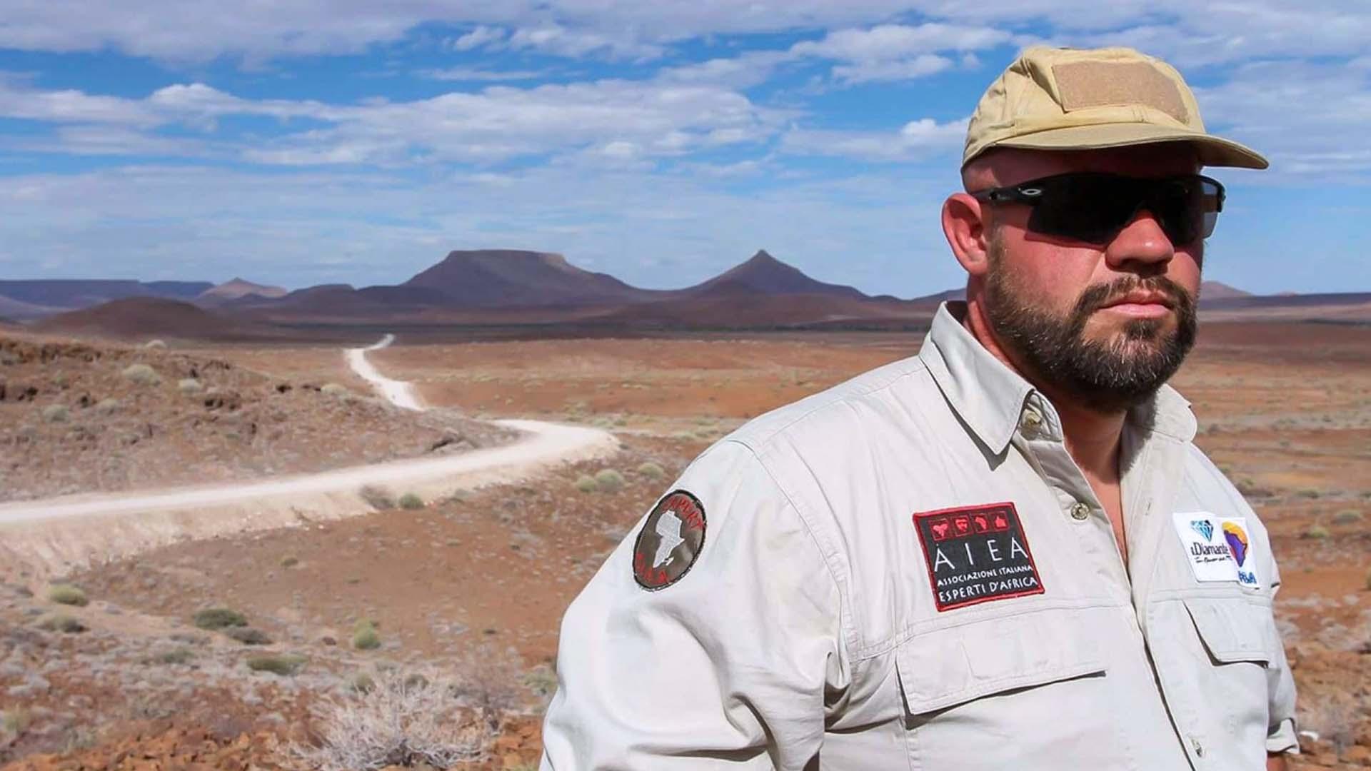 Davide Bomben istruice chi combatte i bracconieri in Africa