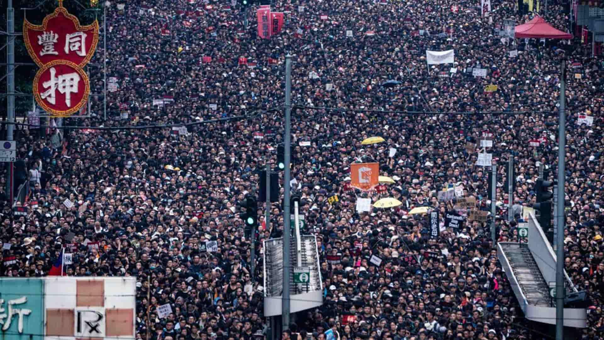 Migliaia in strada per la protesta a Hong Kong