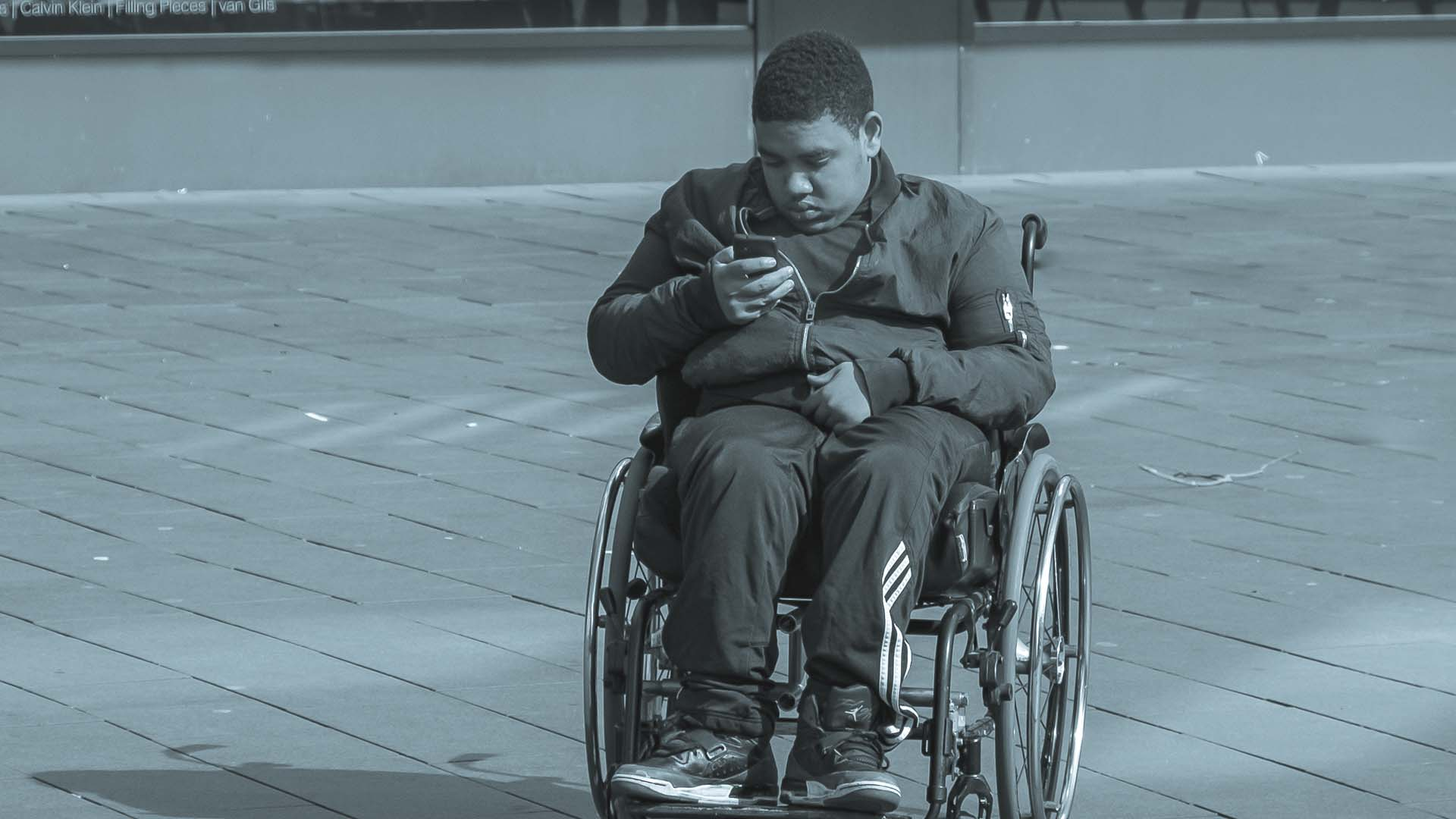 Disabilità, malattie, sparizioni, furti o pestaggi sono divenuti merce in mano a pagine social spietate