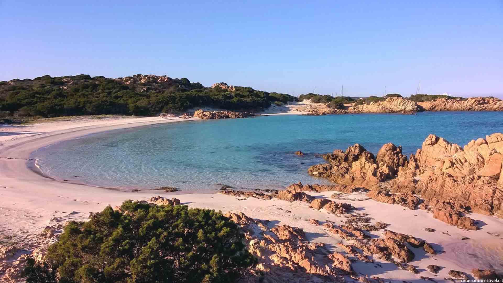 Il turismo mordi e fuggi stava per distruggere la Spiaggia Rosa