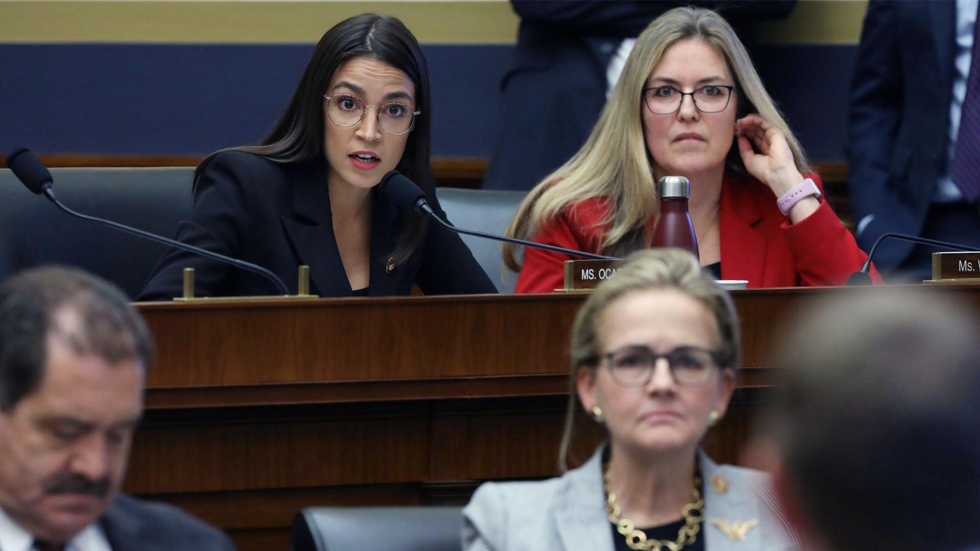 Alexandria Ocasio-Cortez ha affrontato Mark Zuckerberg al Congresso