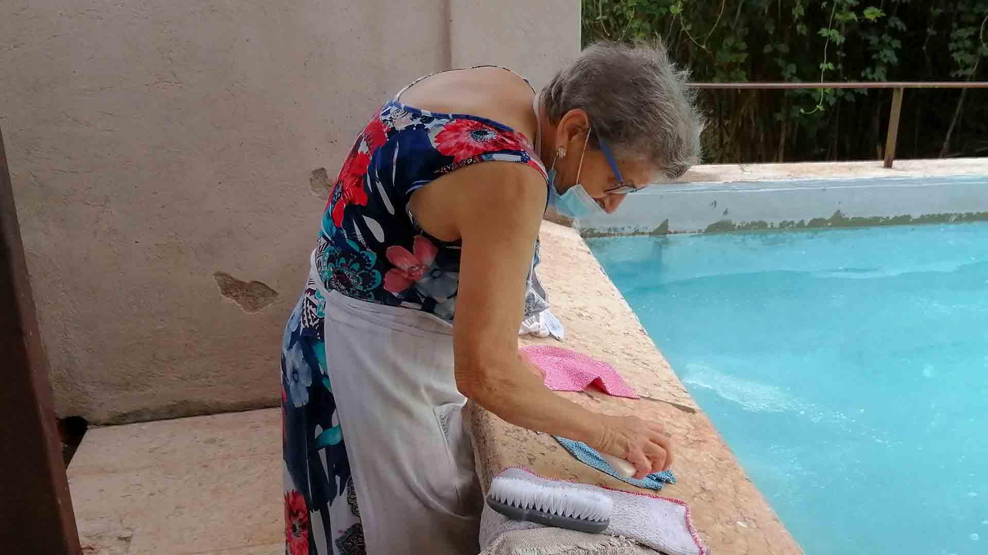 Le donne che portano avanti la tradizione delle lavandaie