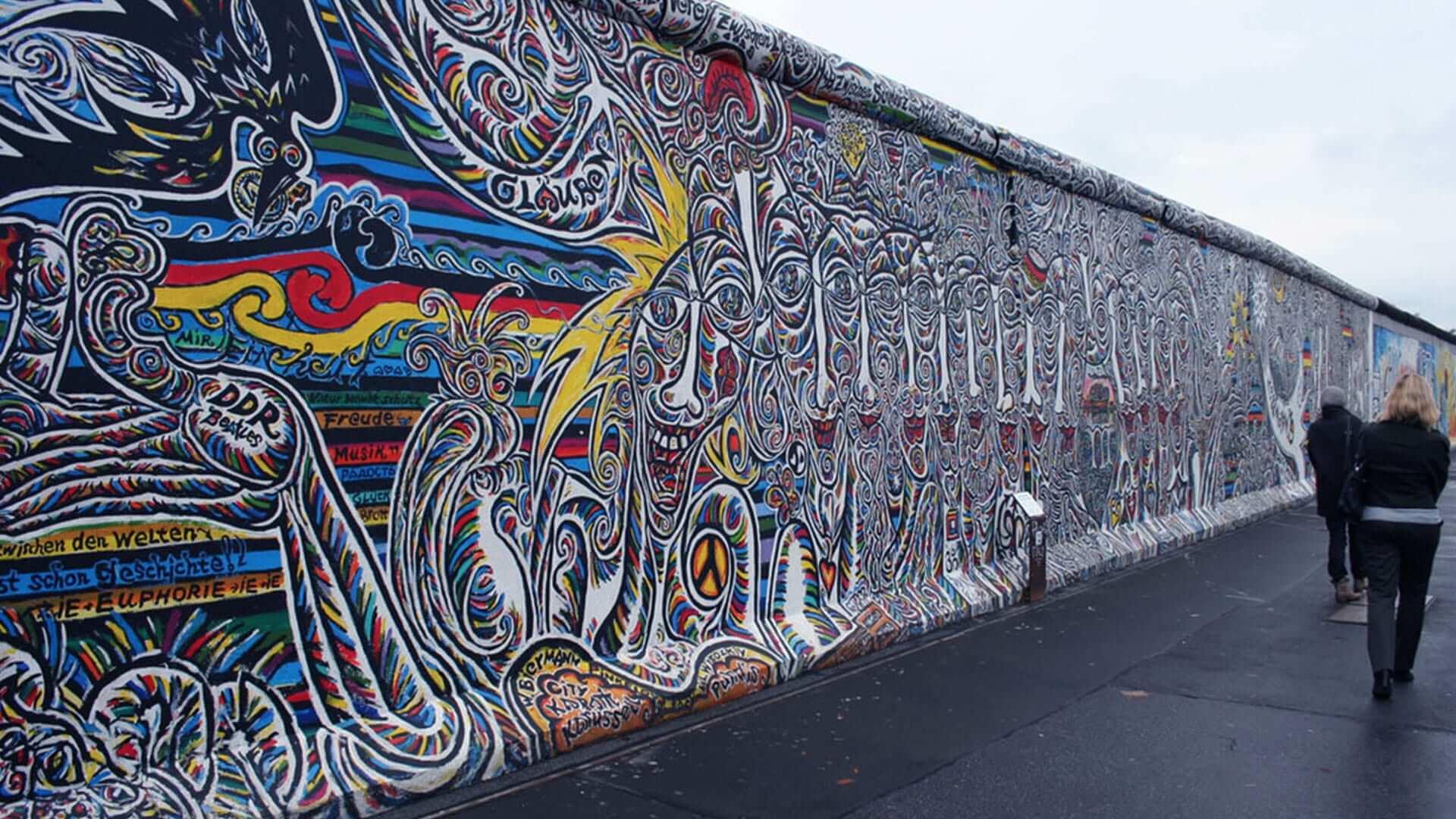 Dove si trova il Muro di Berlino oggi si stende una lunga galleria d