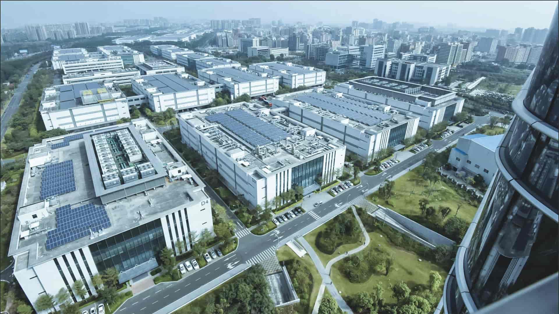 I grandi stabilimenti di Huawei a Dongguan in Cina
