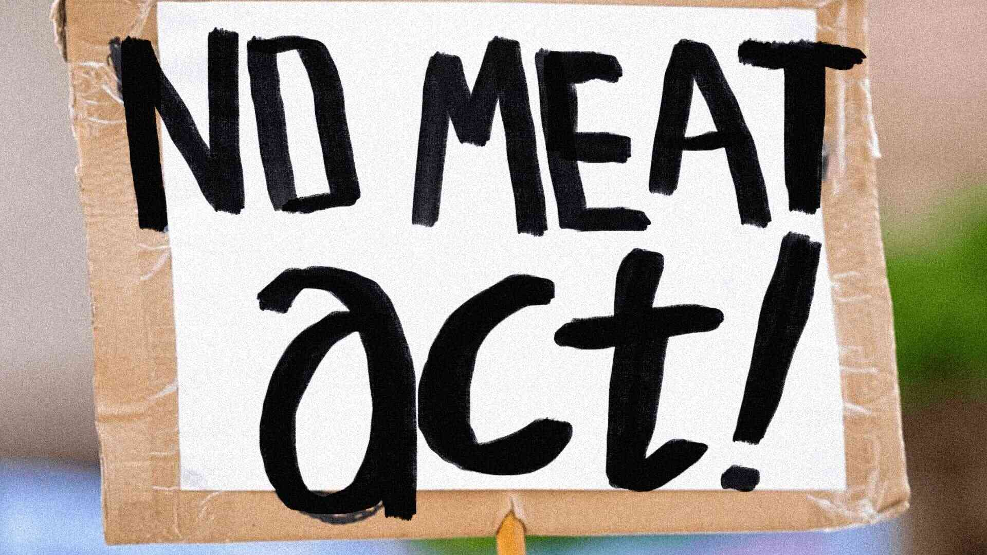 Cartello dei manifestanti per il No Meat Act