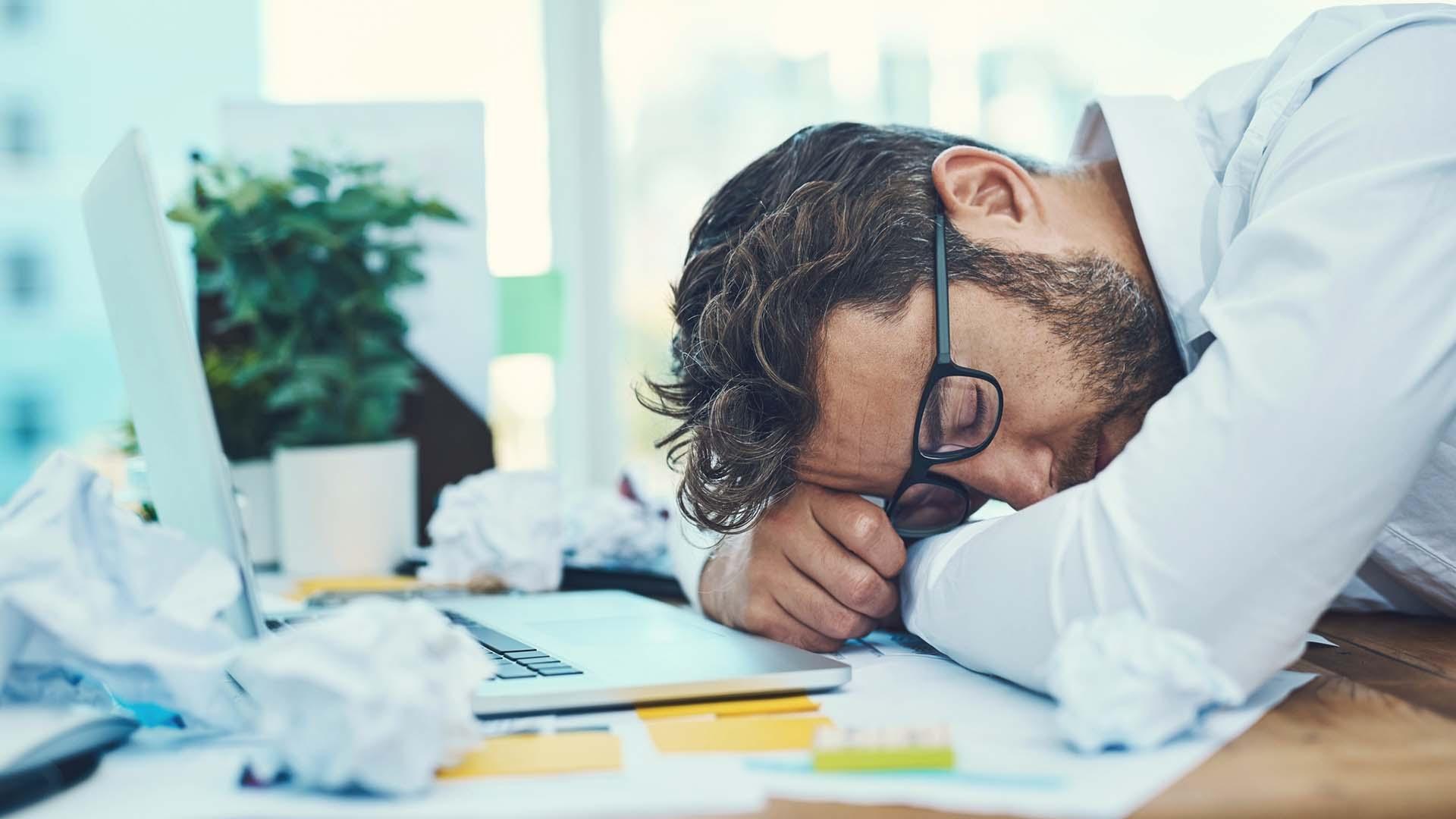 Un attacco di sonno può colpire al lavoro o a scuola