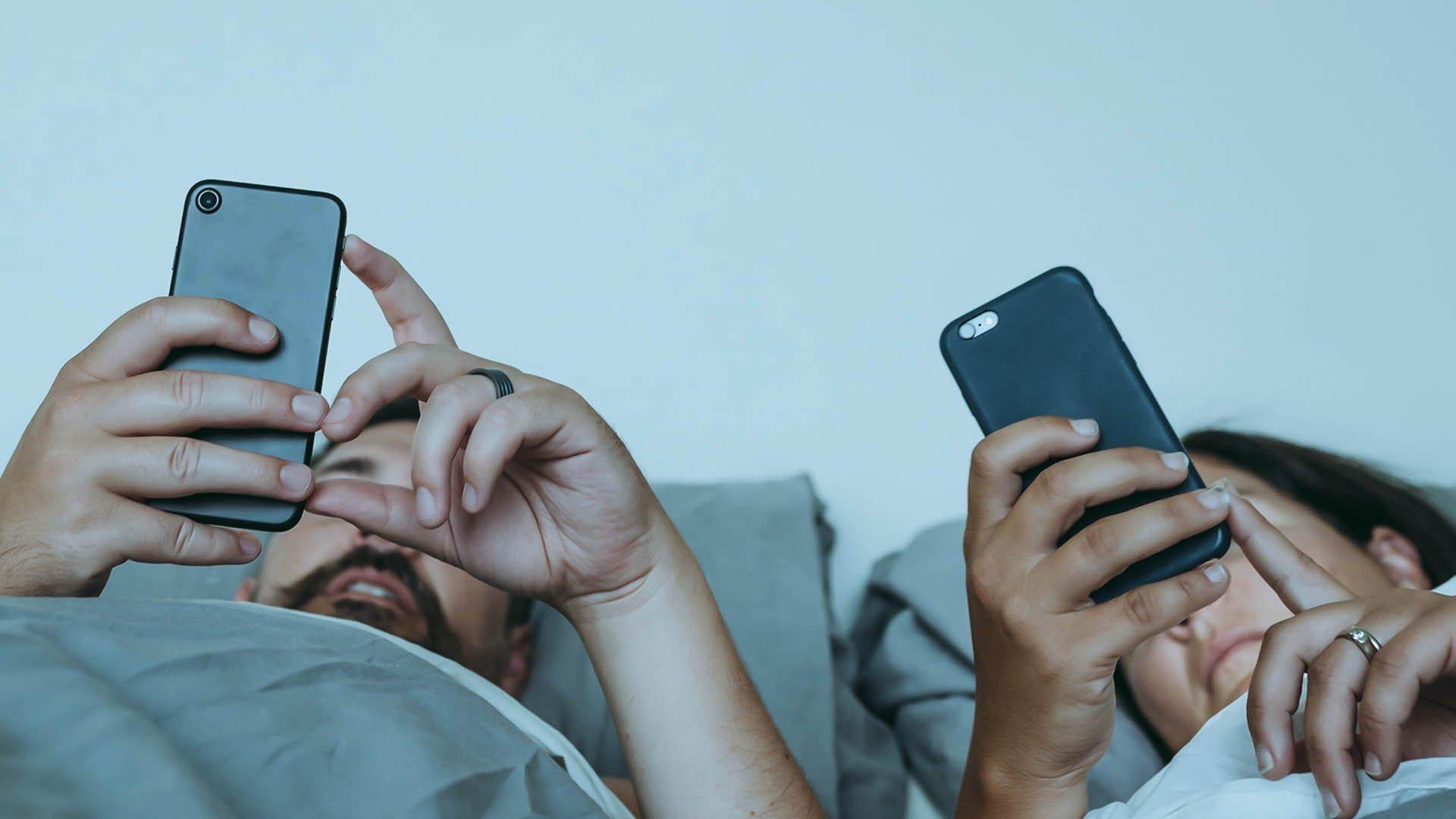 Il sexting può sostituire un rapporto più che sostenerlo