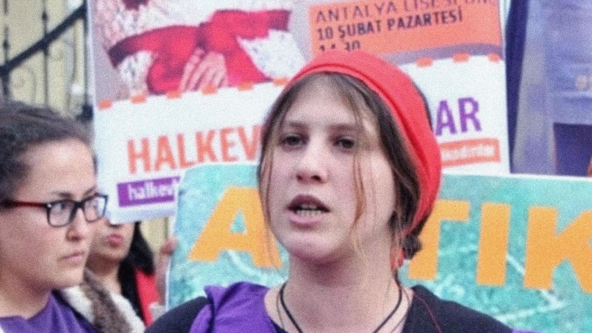 Cappuccio Rosso divenne famosa per le proteste di Istanbul