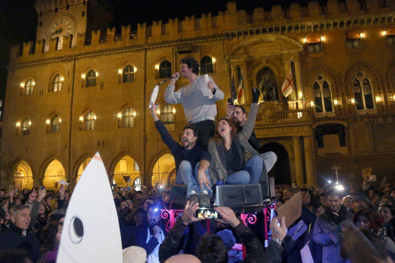 Il movimento delle sardine in piazza a Bologna
