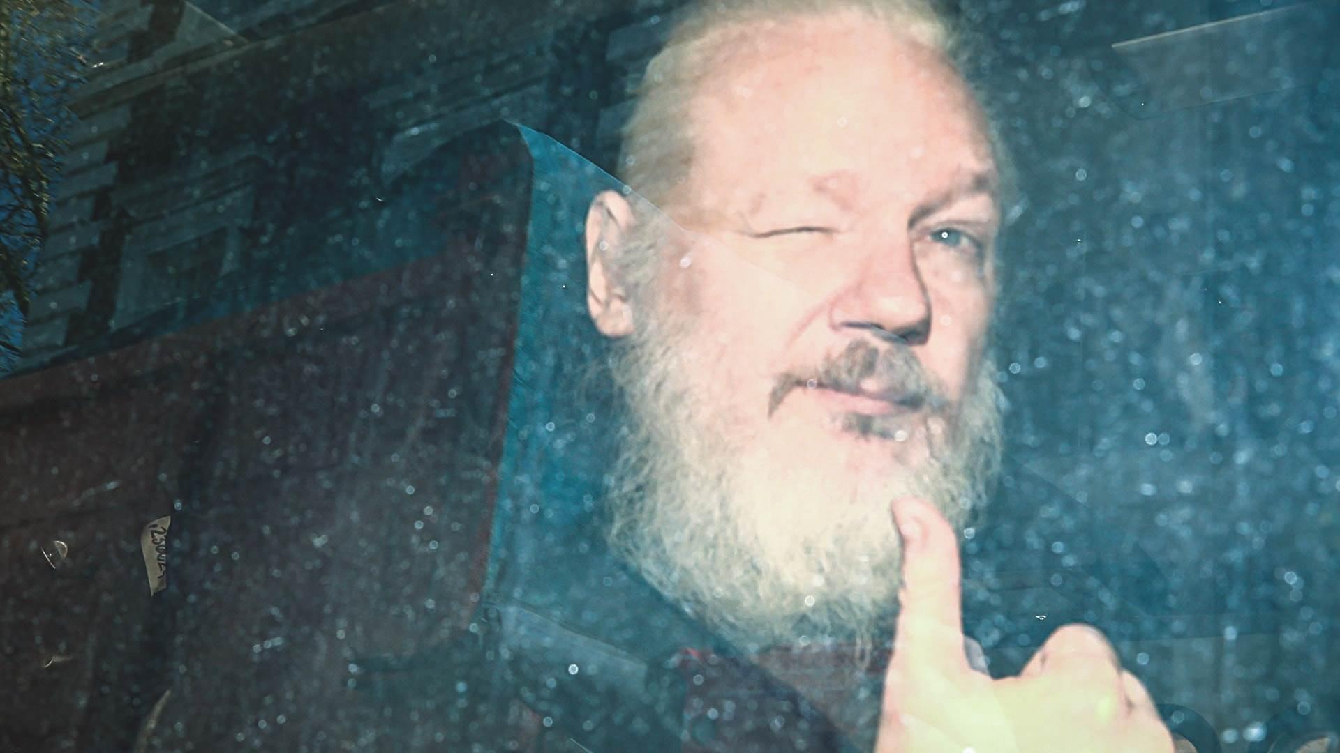 Julian Assange copertina
