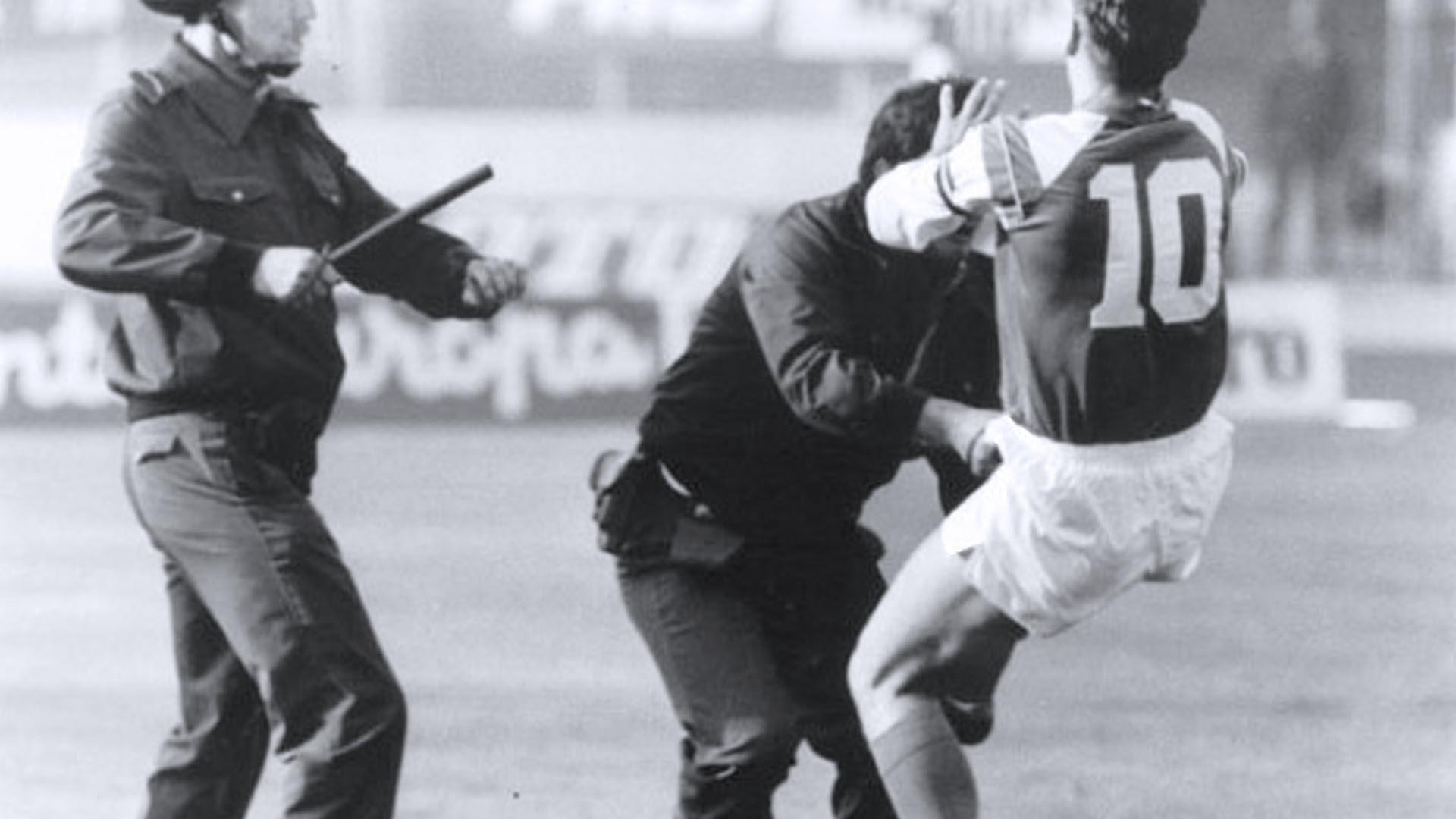Zvonimir Boban tirò un calcio a un agente