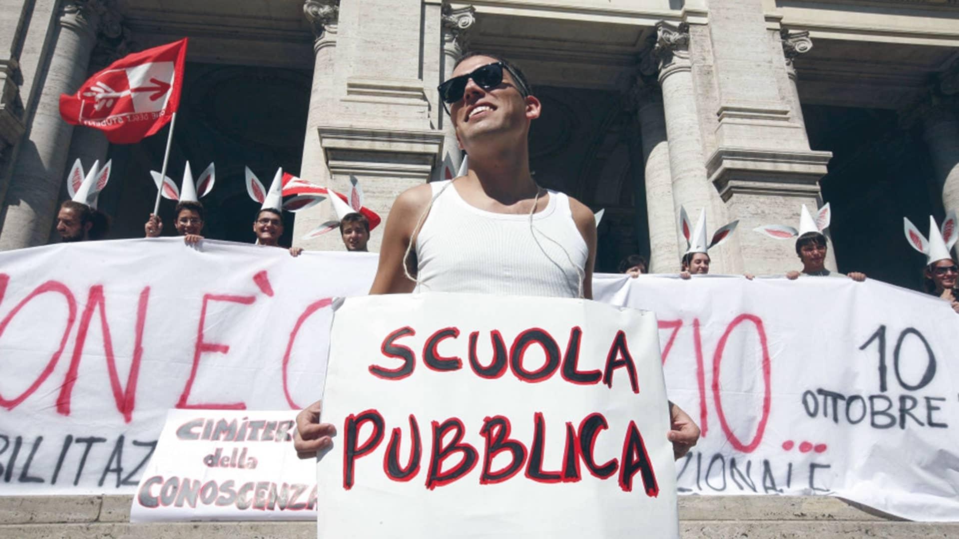 Nonostante le proteste i tagli alla scuola pubblica continuano