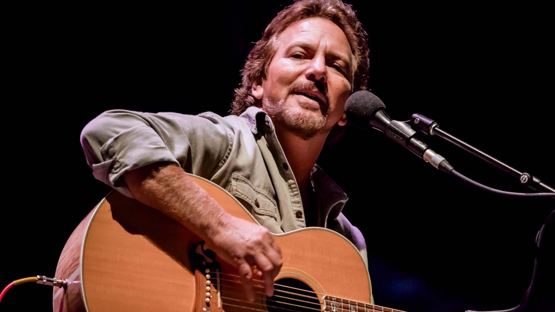 In 55 anni Eddie Vedder è stato rockstar magnetica e cantautore riflessivo