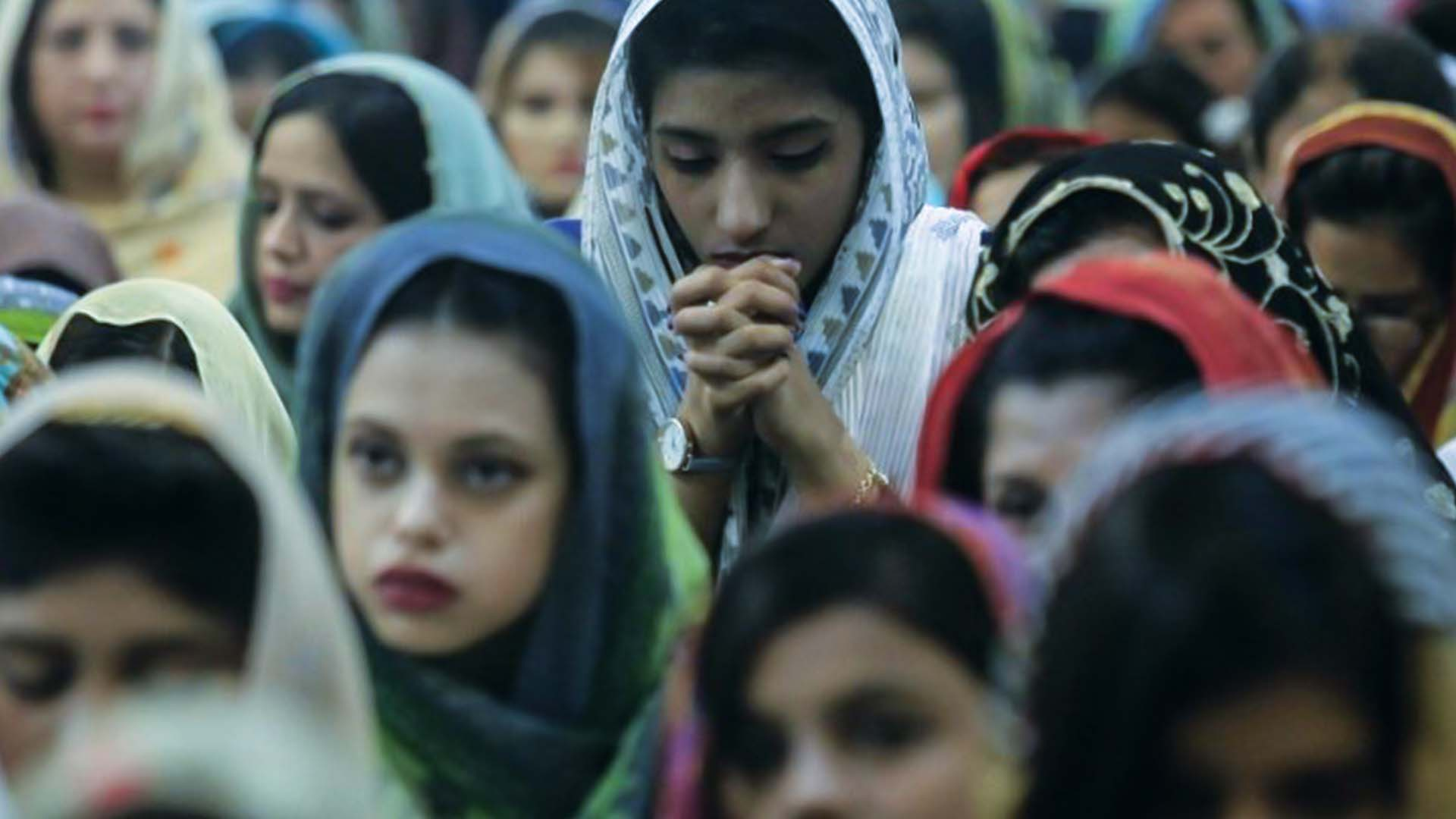 Le donne cristiane sono più dedite alla preghiera e quindi obiettivo privilegiato delle persecuzioni