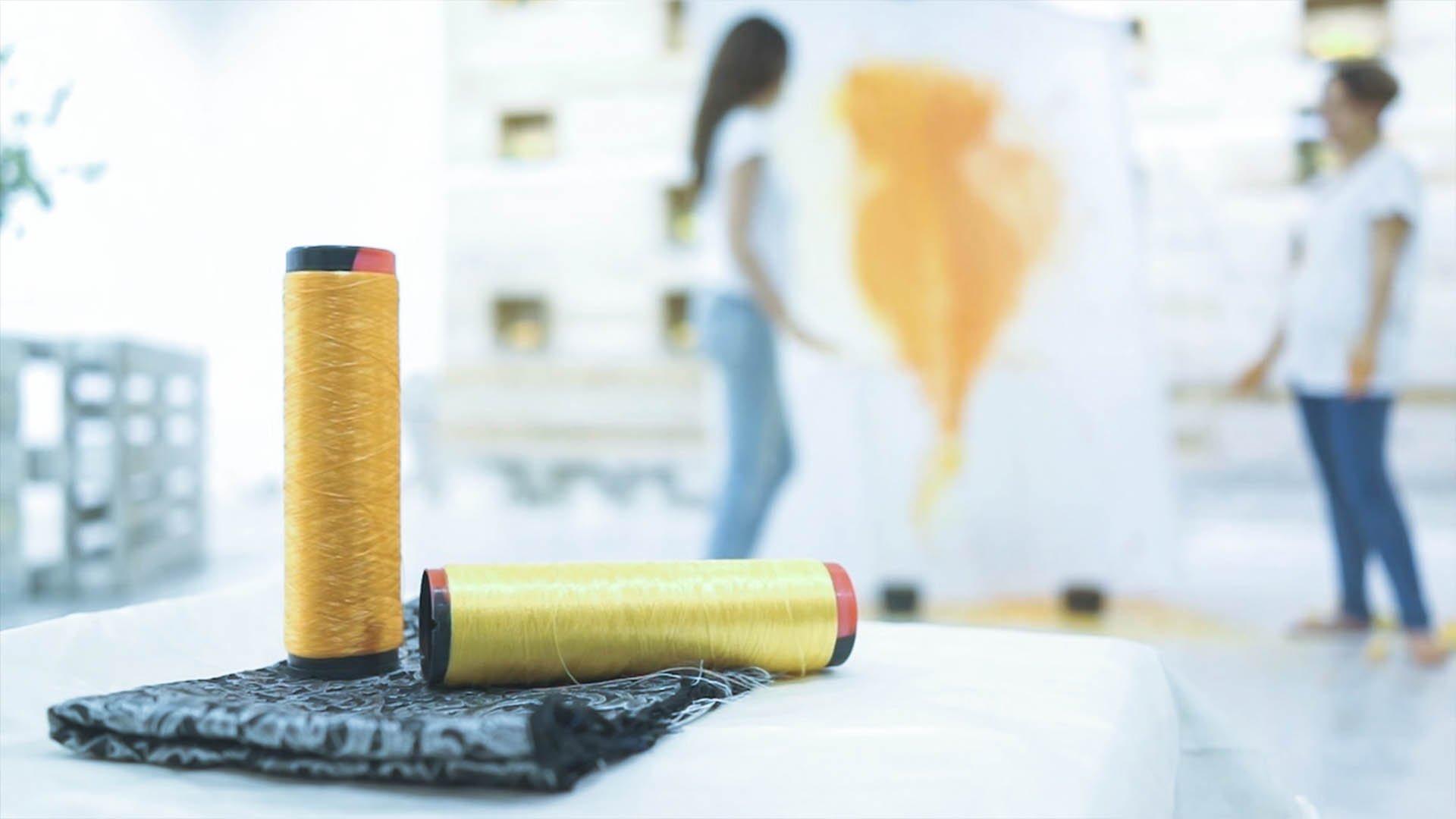 Orange Fiber produce vestiti utilizzando le bucce d