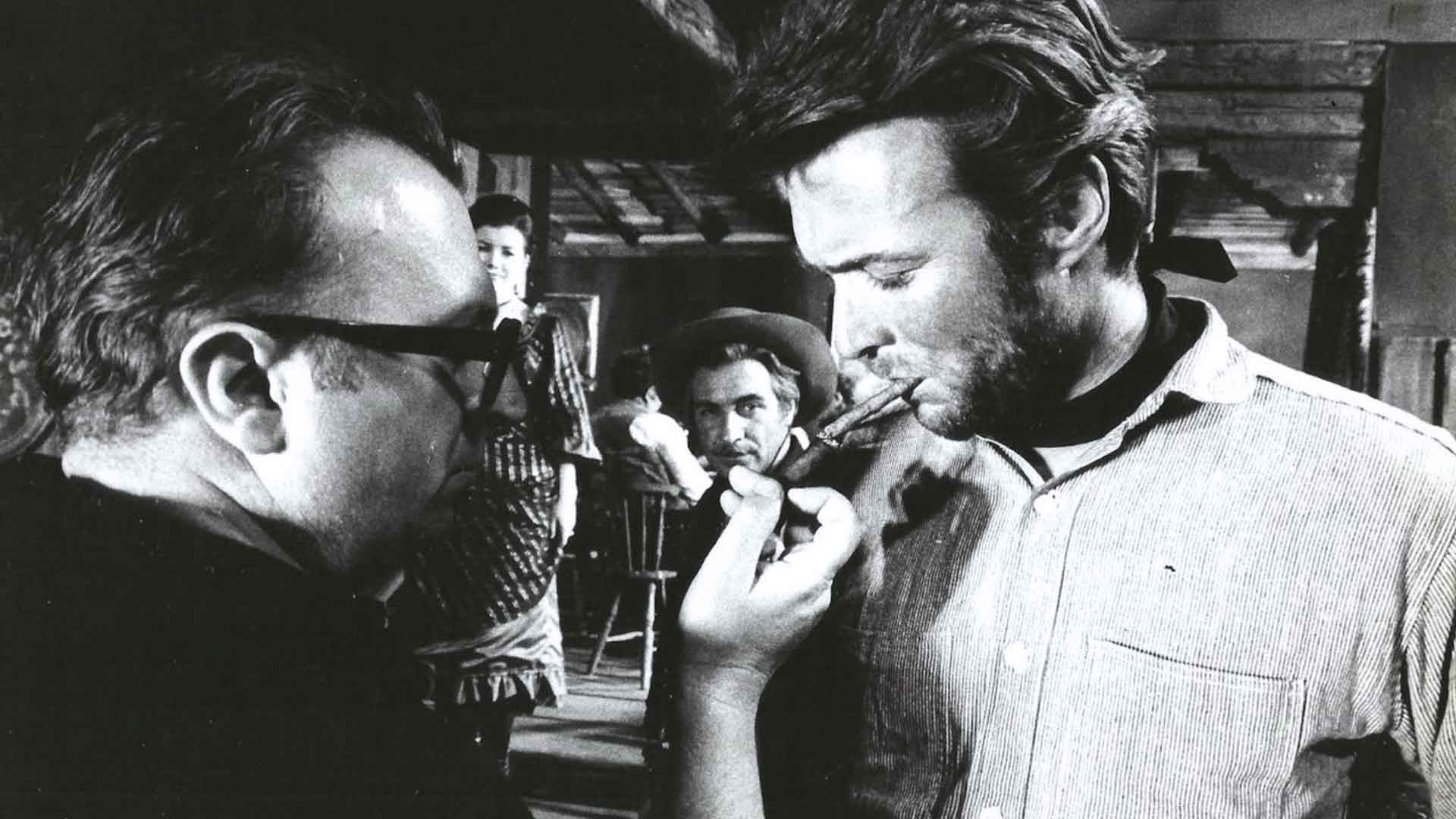 Sergio Leone e Clint Eastwood sul set