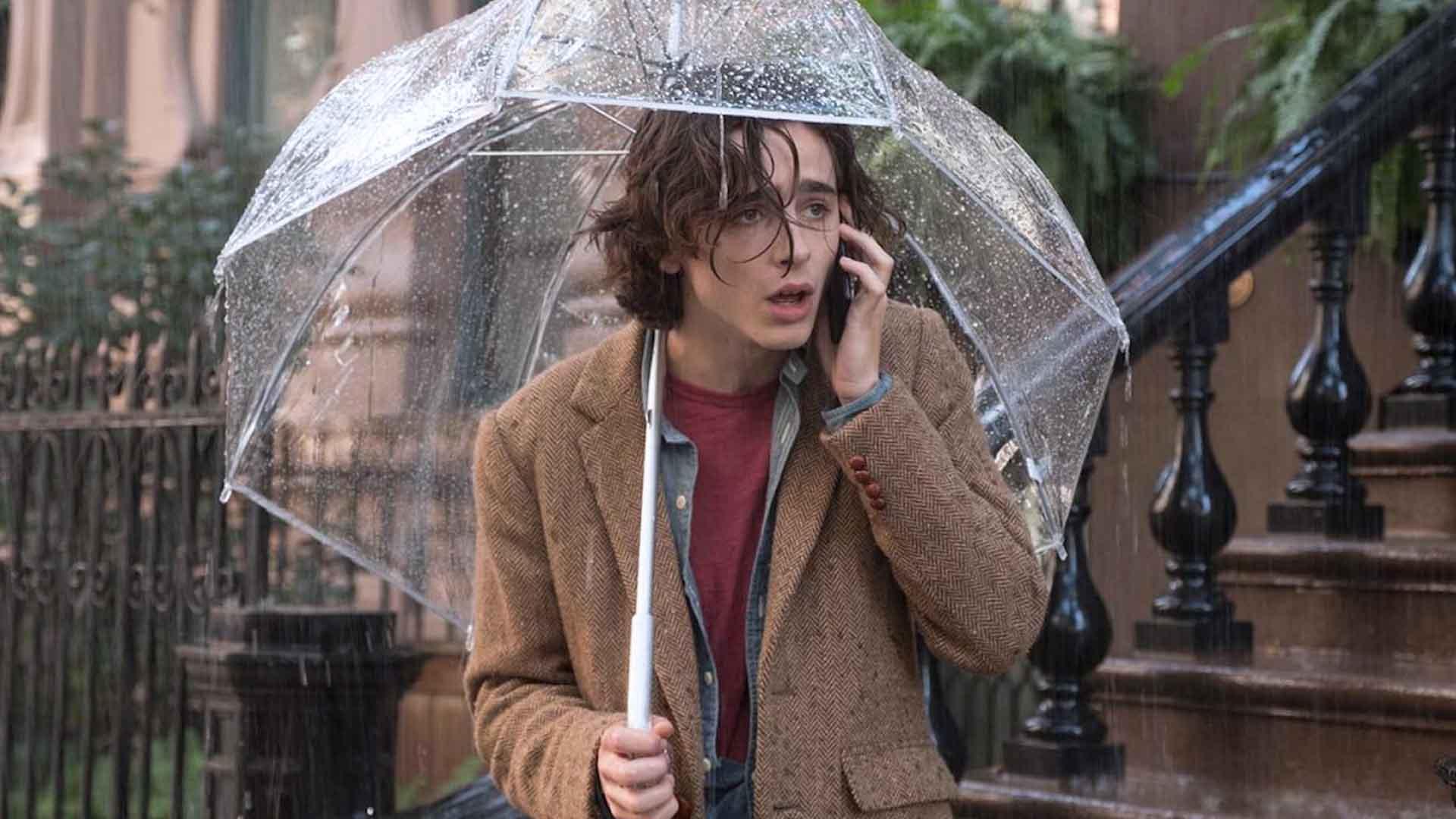 Timothée Chalamet e Selena Gomez sono i protagonisti di Un giorno di pioggia a New York