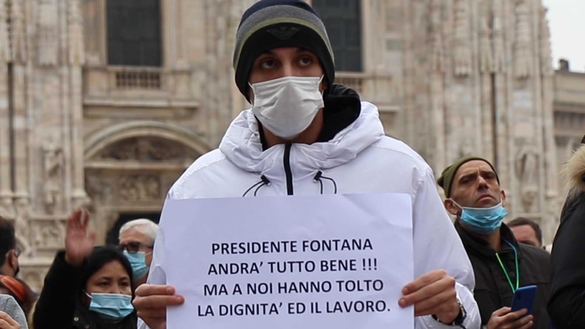 Le proteste per il coprifuoco in Lombardia