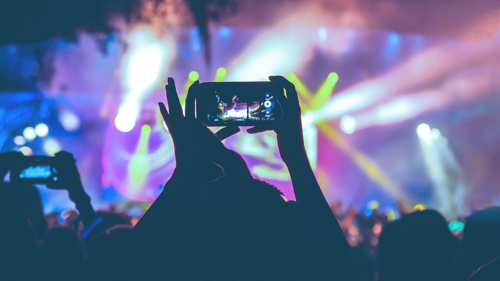 Apple ha sviluppato un software che blocca le fotocamere dei telefoni durante i concerti
