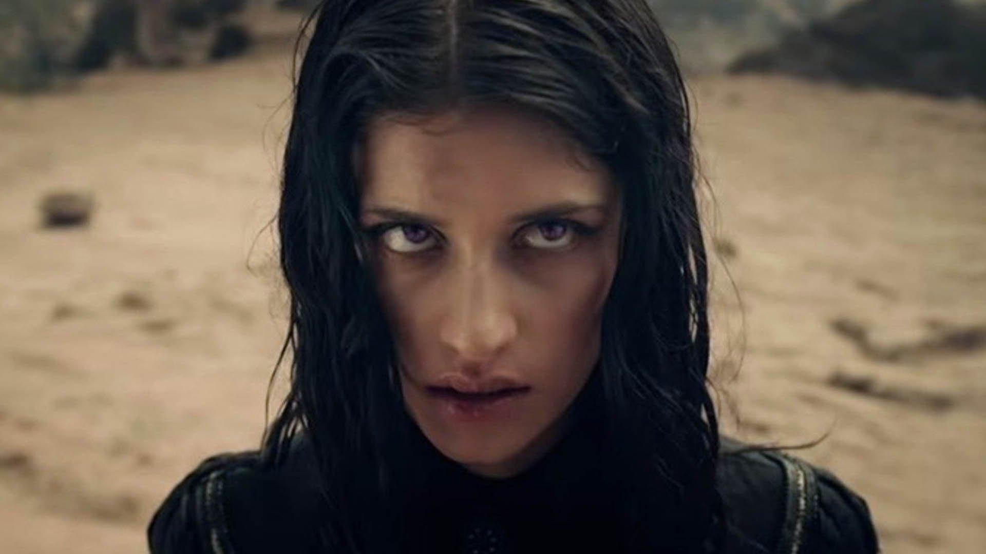 Anya Chalotra è Yennefer in The Witcher