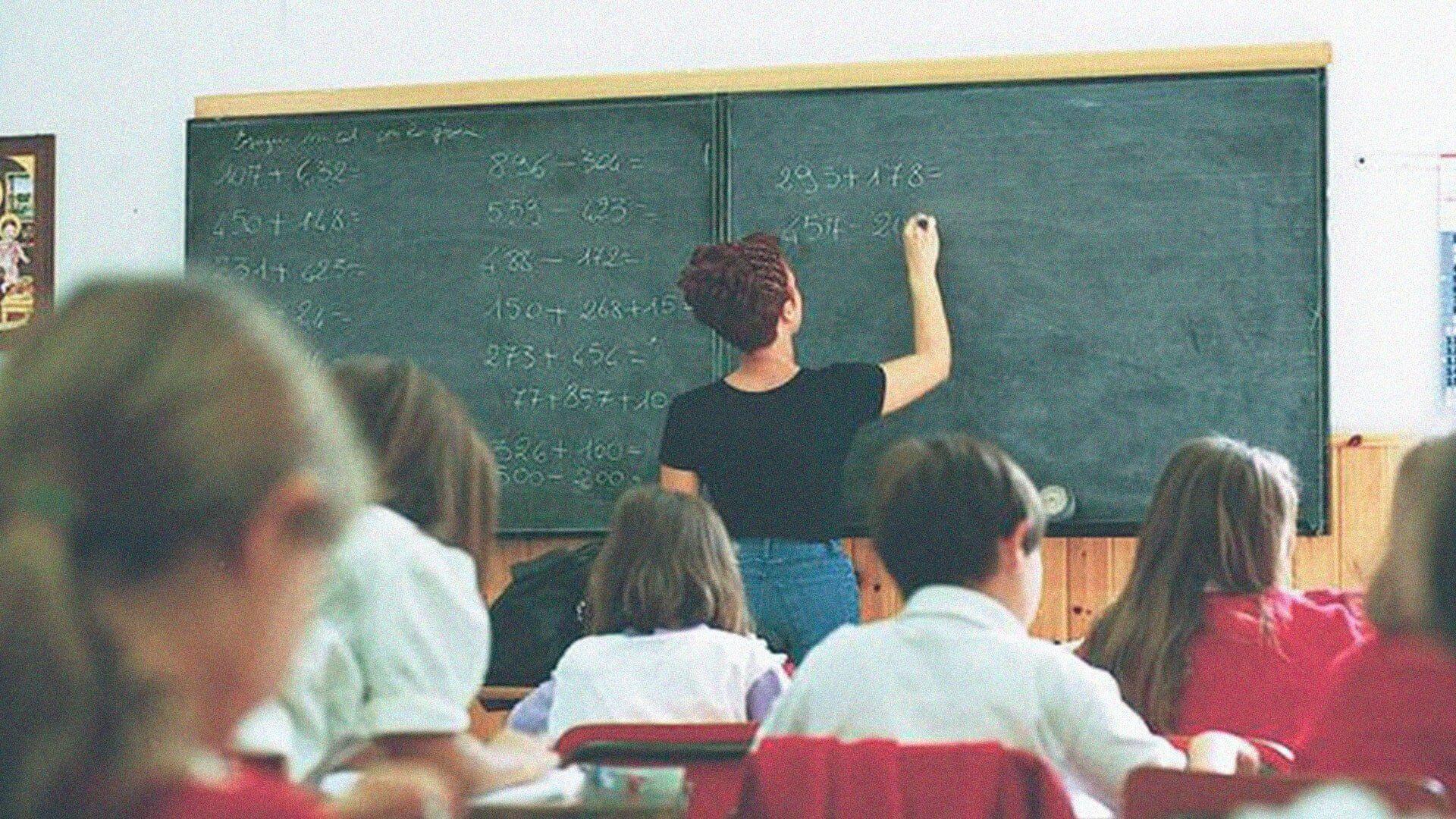 La Destra vede nella scuola pubblica un brodo di coltura di oppositori politici