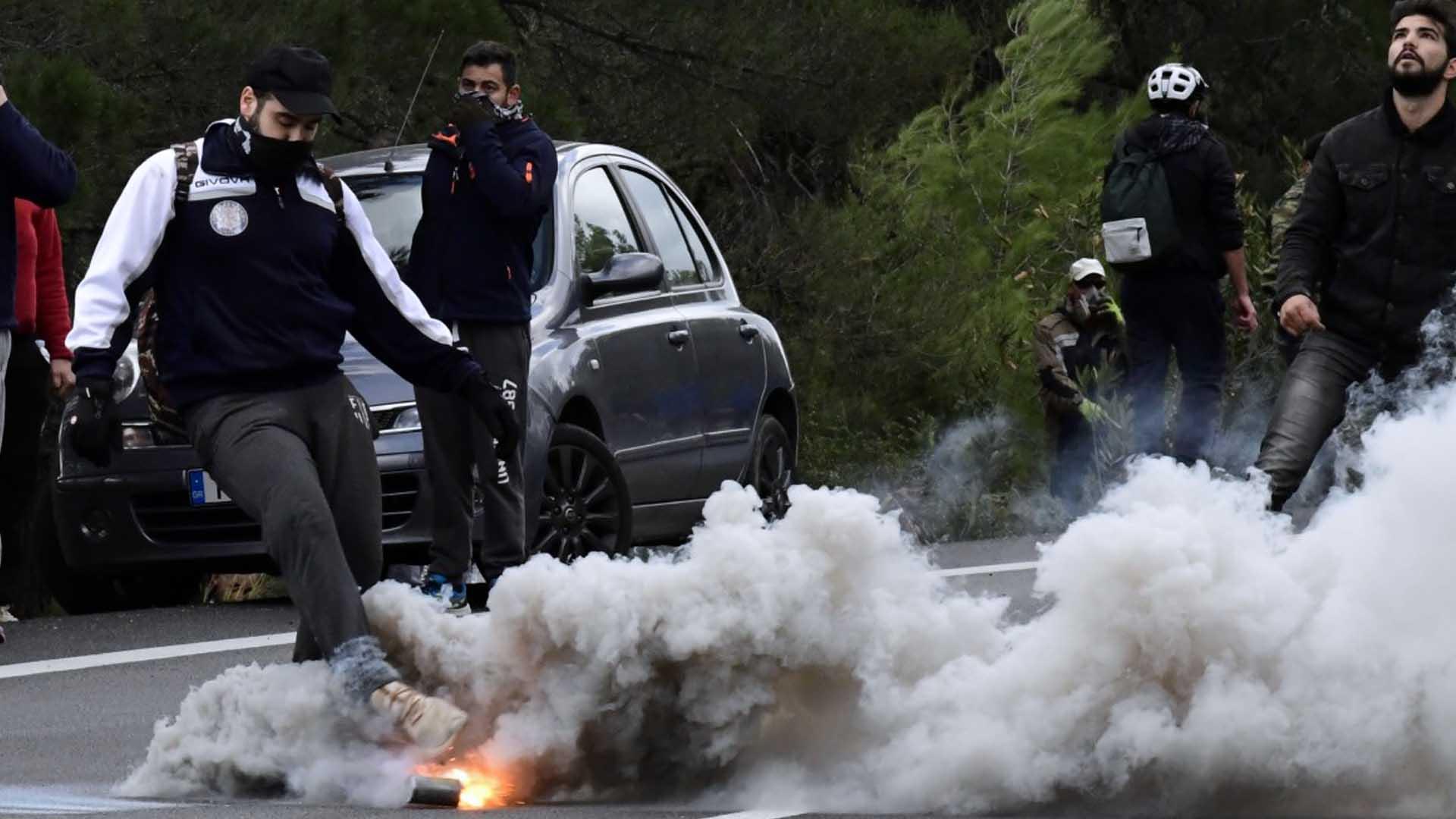 Disordini con la polizia a Chios e Lesbo