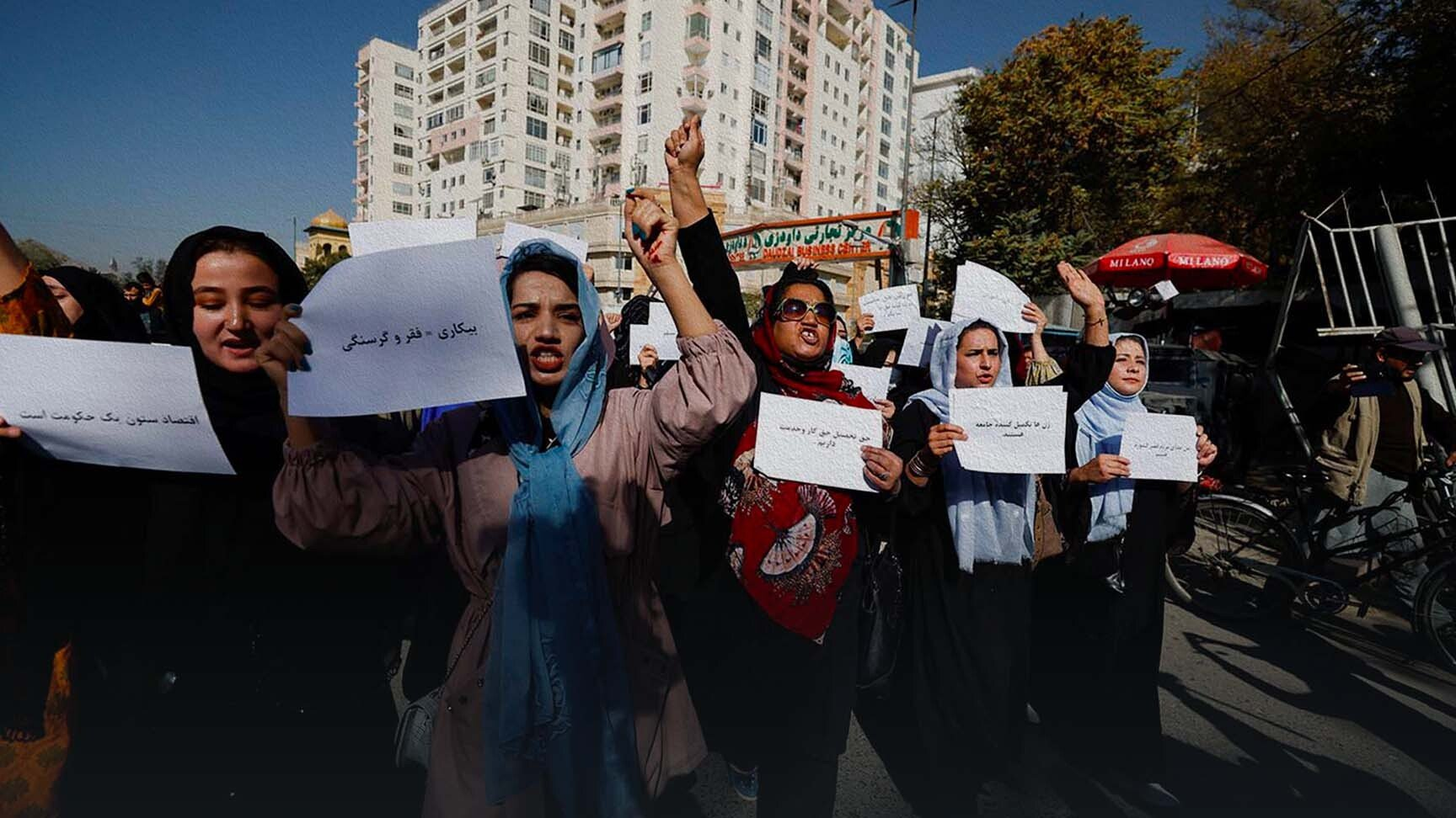 Le donne afghane che protestano e le altre foto della settimana