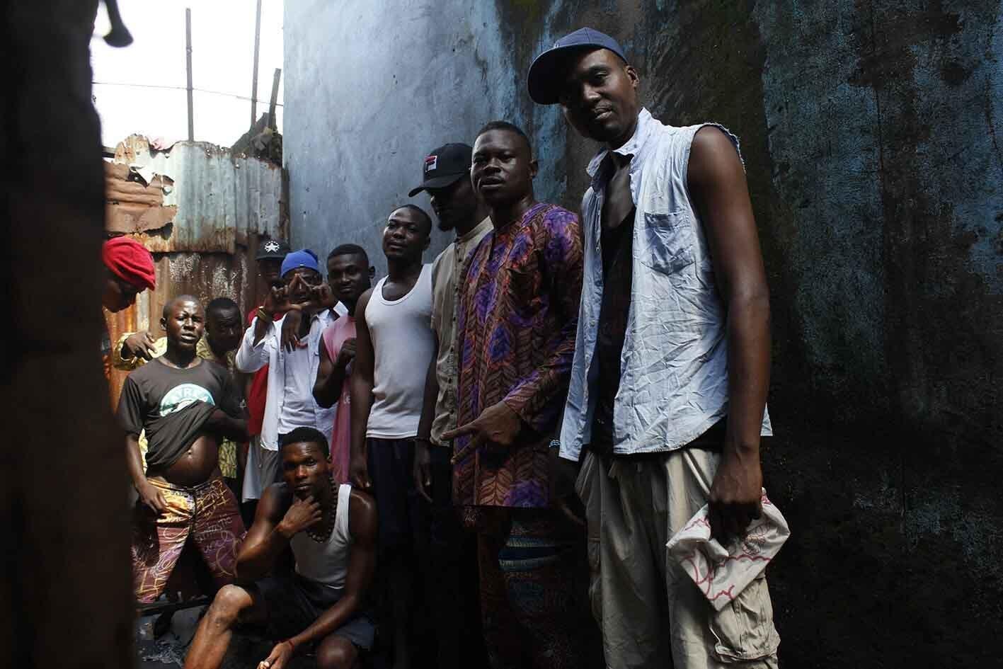 Il collettivo rap La meute des penseurs: Do Stylo, Stone, Israel, Ndole Boy, Moussinghi, Abdel, Chimico, Vankings - © Dione Roach