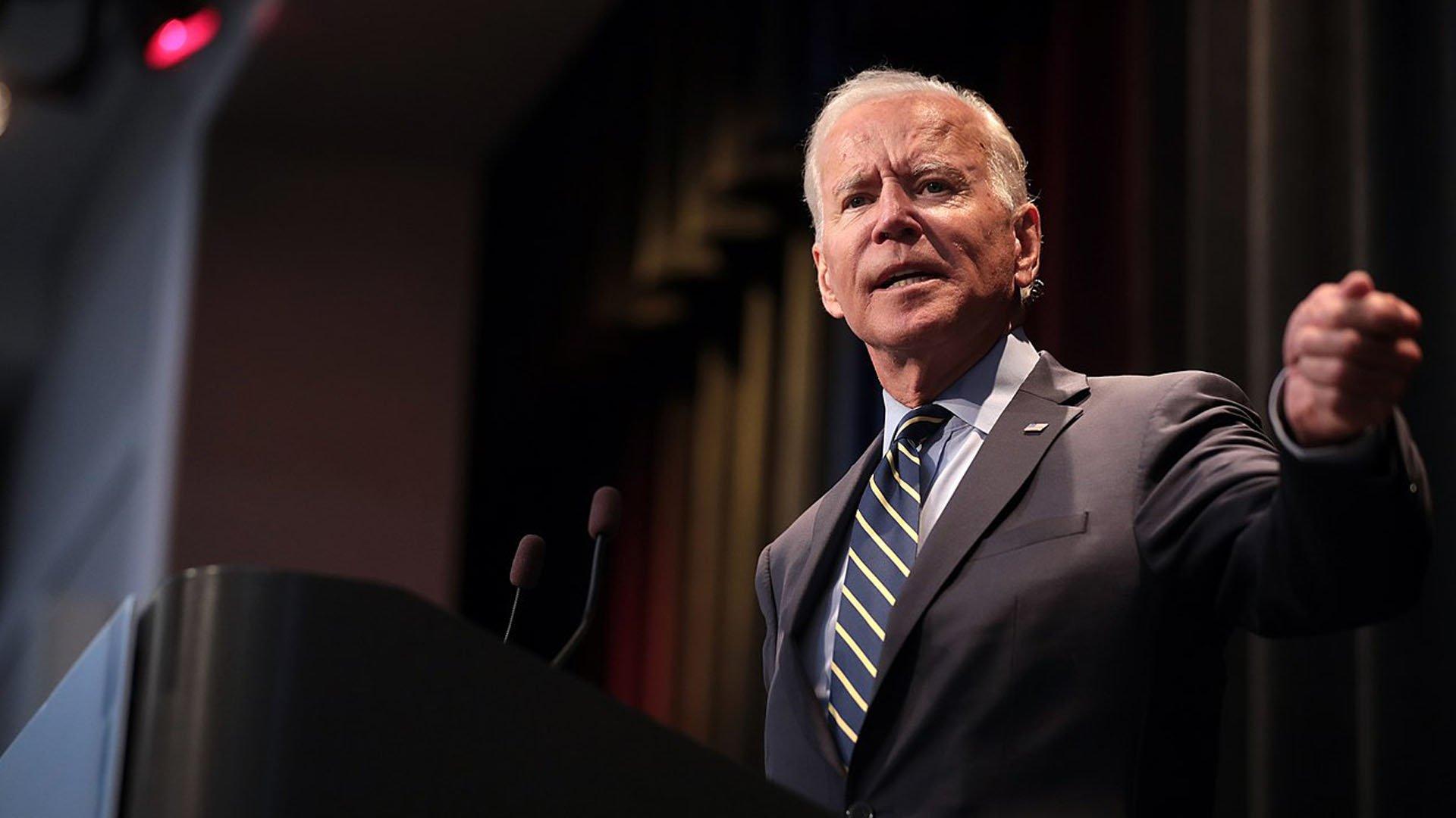 In meno di 24 ore Joe Biden ha già cancellato il peggio di Donald Trump