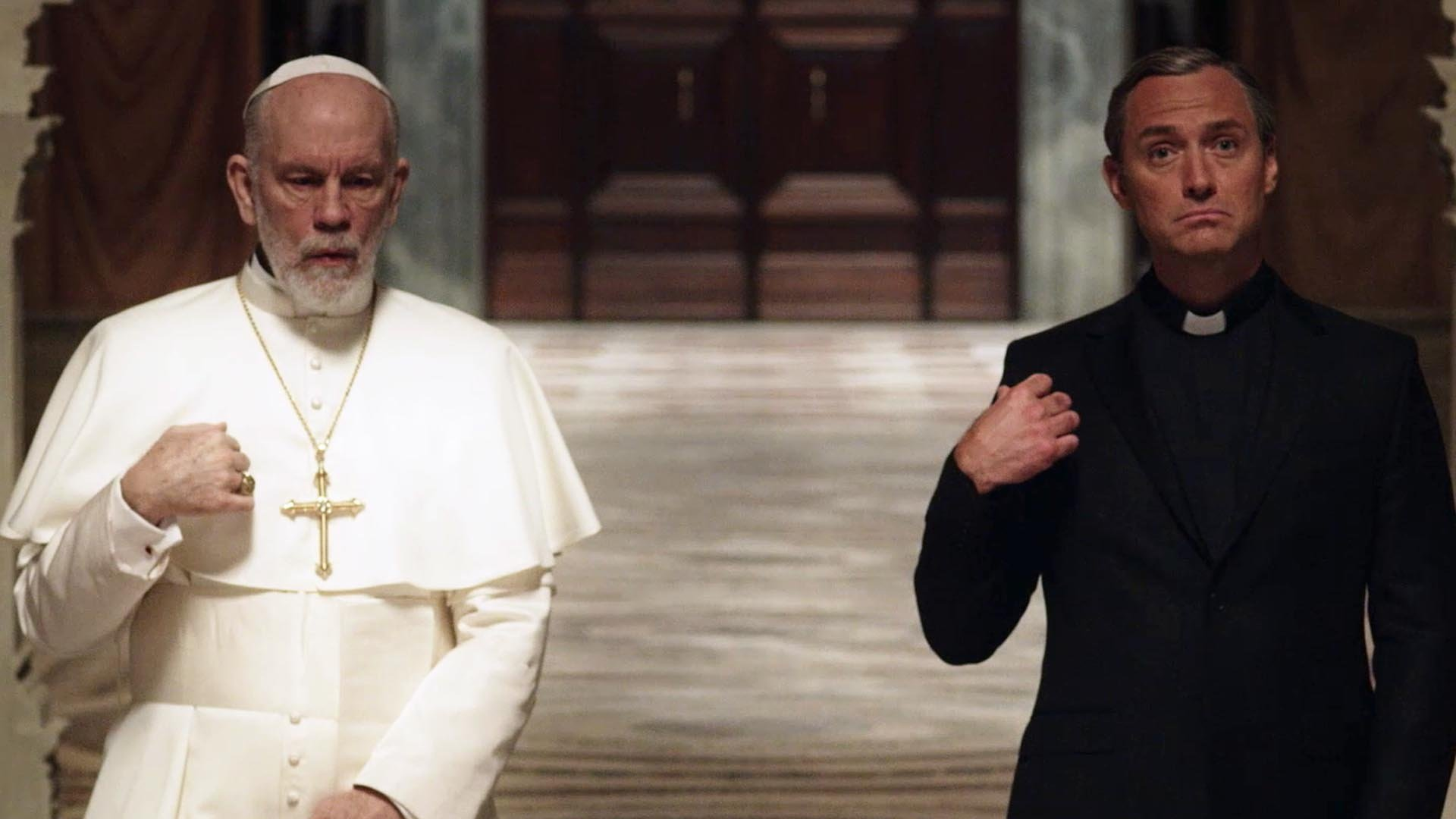 John Malkovich e Jude Law in The New Pope
