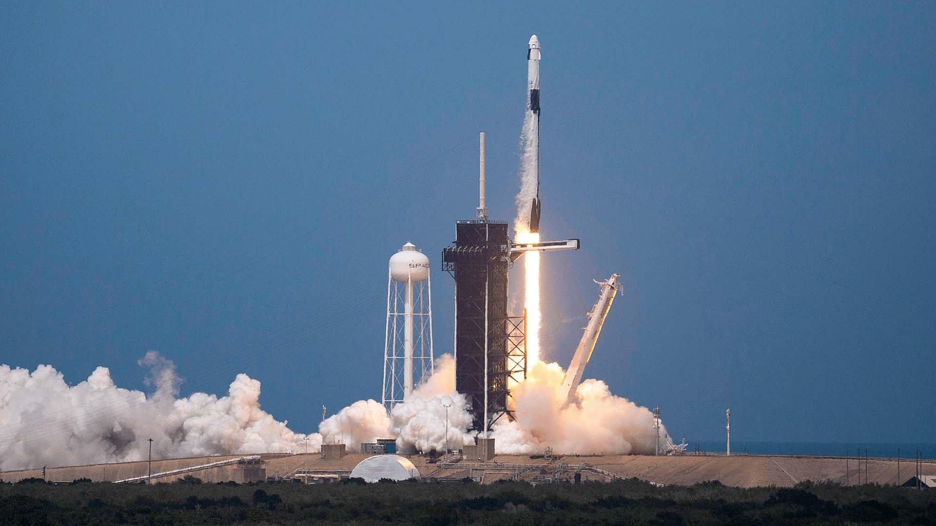 Il lancio del Crew Dragon di SpaceX da Cape Canaveral