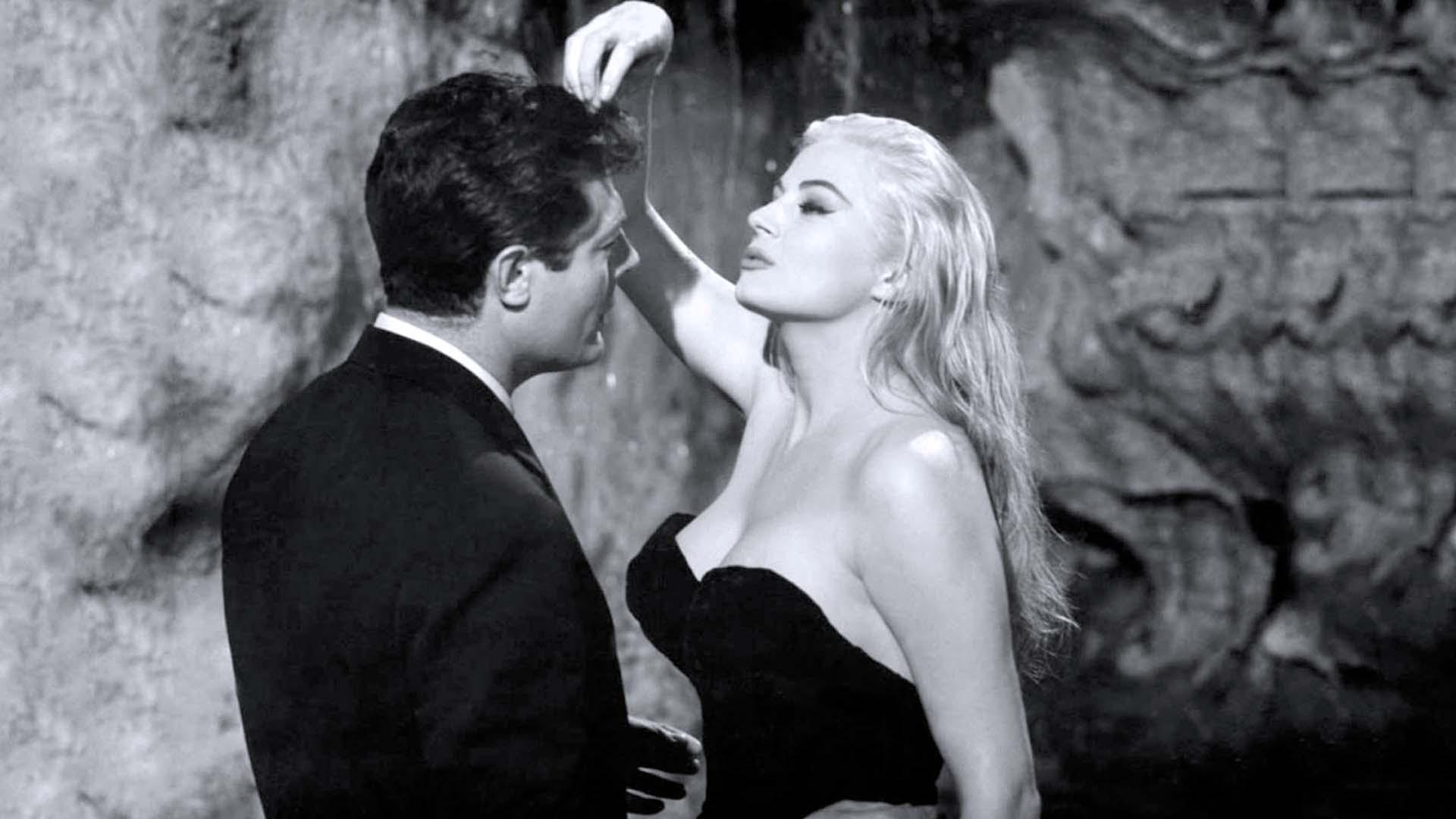 Marcello Mastroianni e Anita Ekberg ne La dolce vita