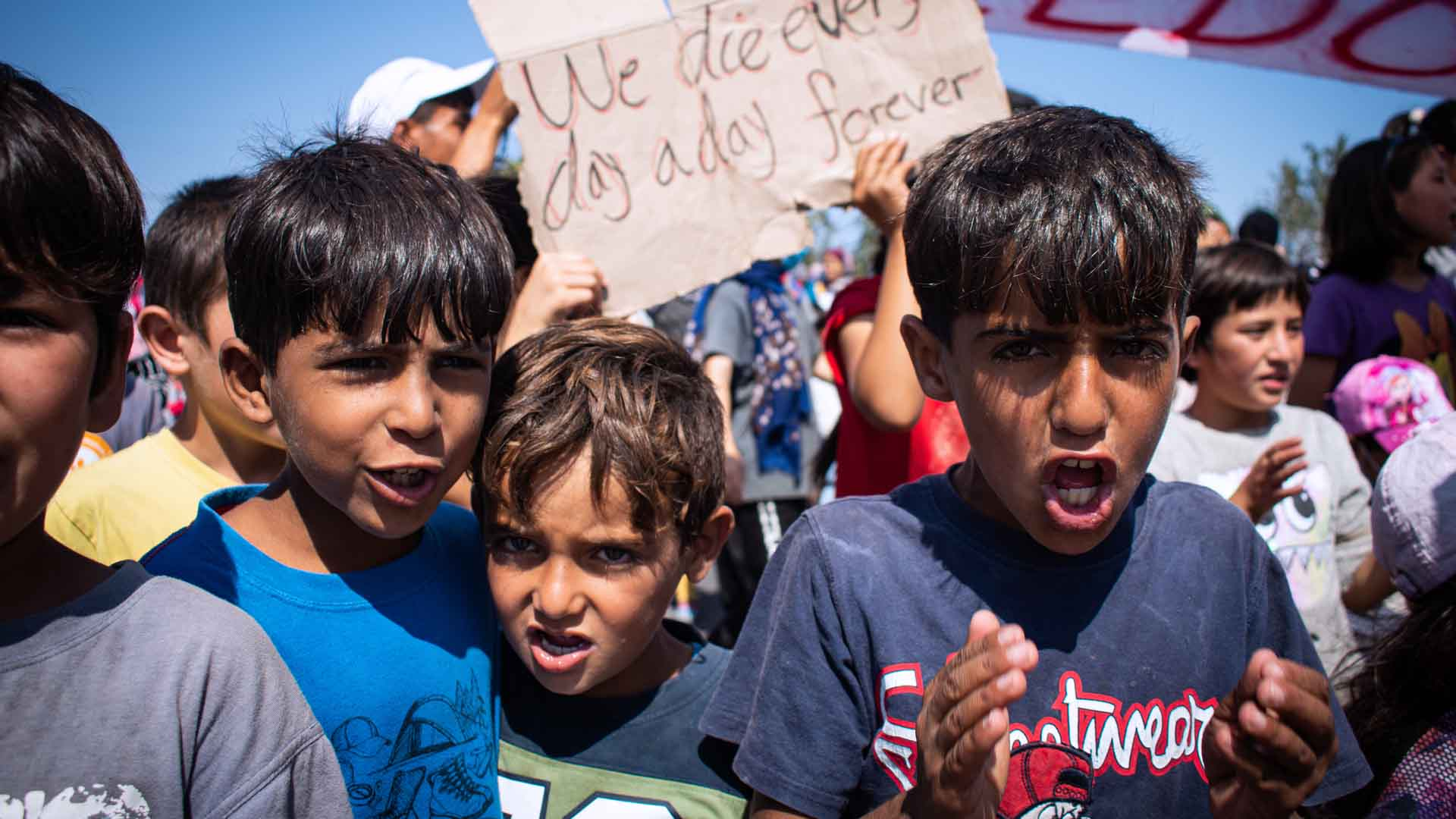 La storia dei rifugiati di Lesbo raccontata da Yousif