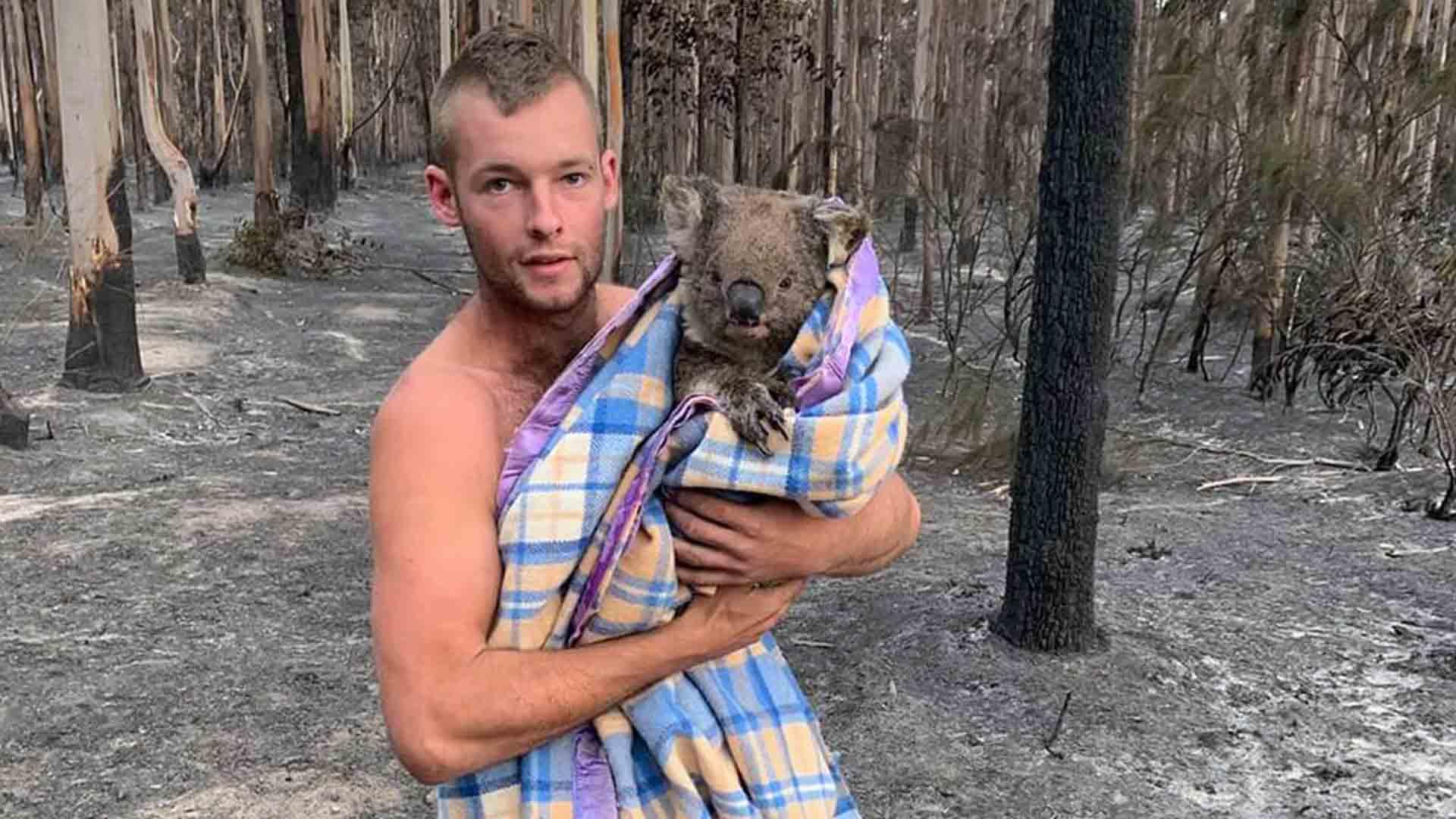 Il cacciatore che salva gli animali dagli incendi in Australia