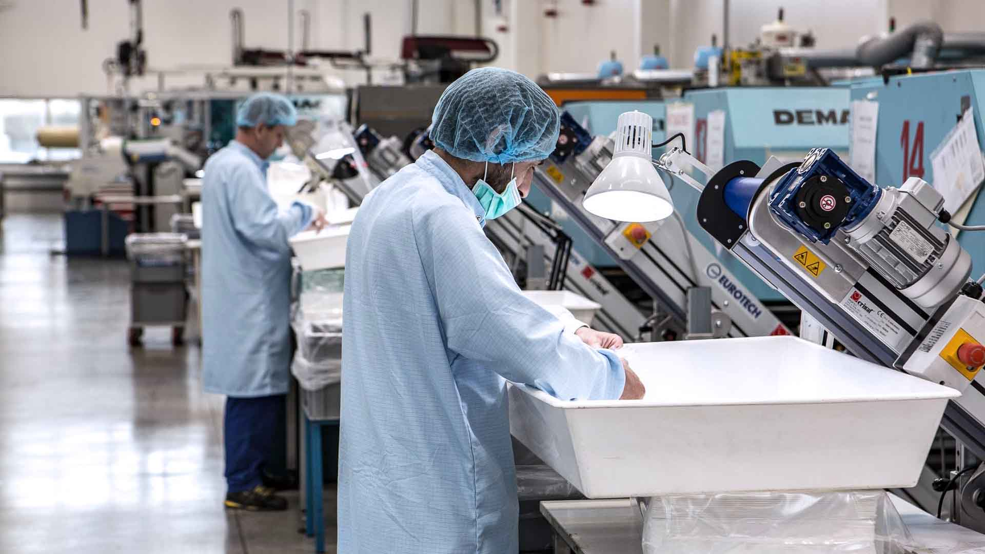 La plastica è usata per le attrezzature mediche
