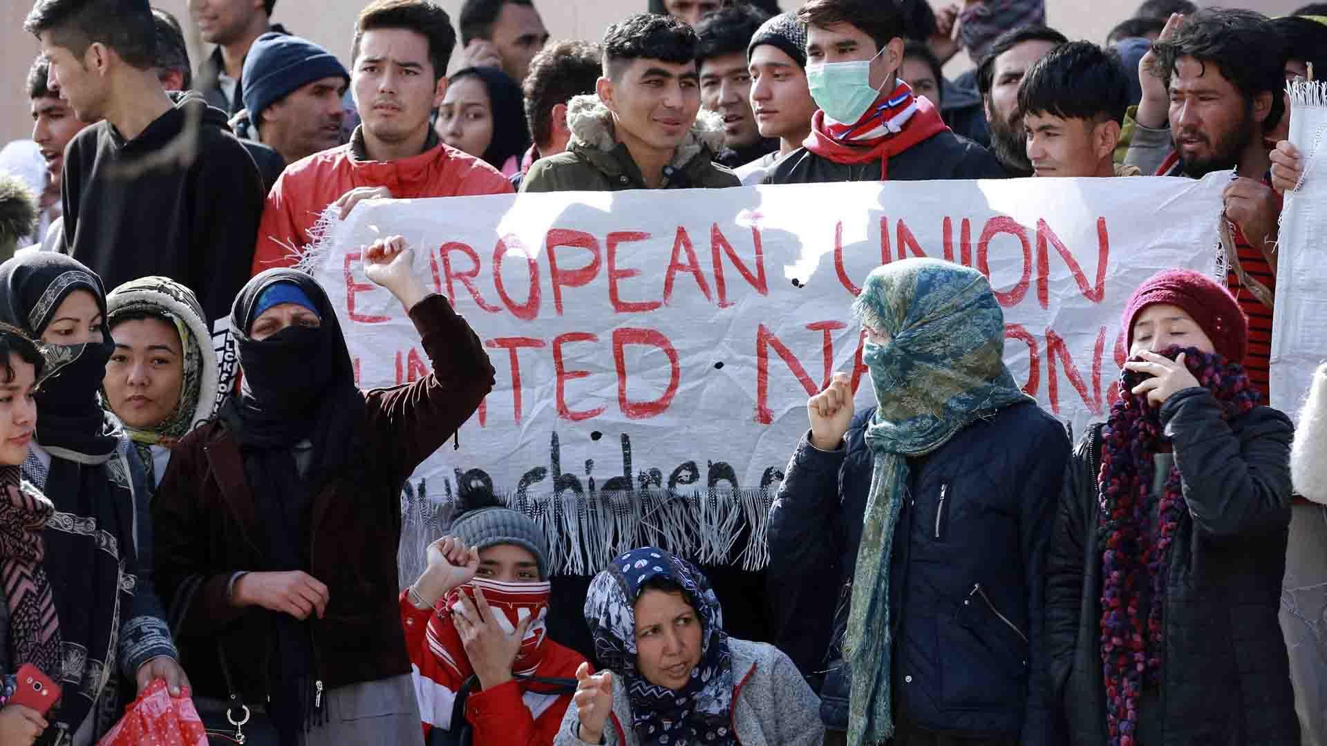 I profughi dei campi di Lesbo e Chios