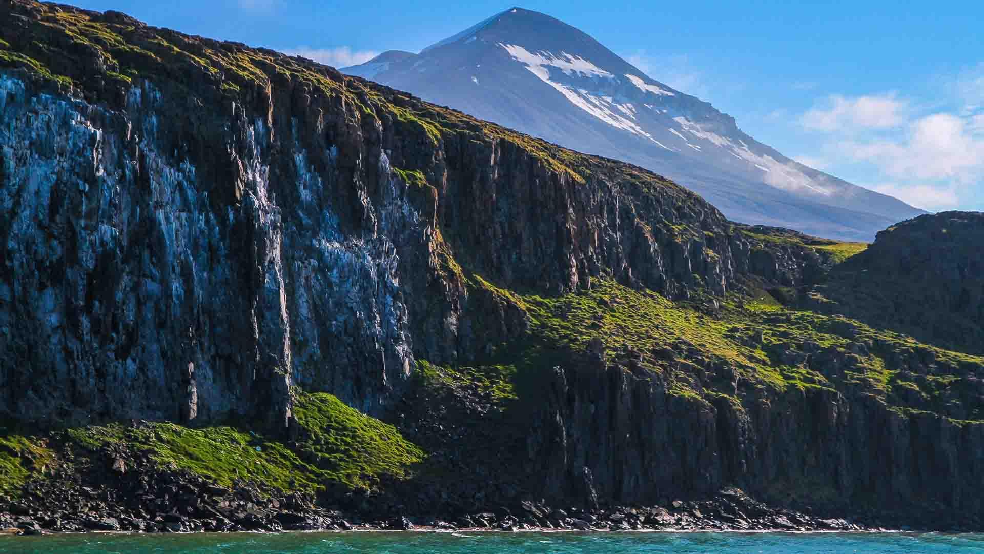 Lo scioglimento dei ghiacci ha fatto emergere risorse per le grandi potenze