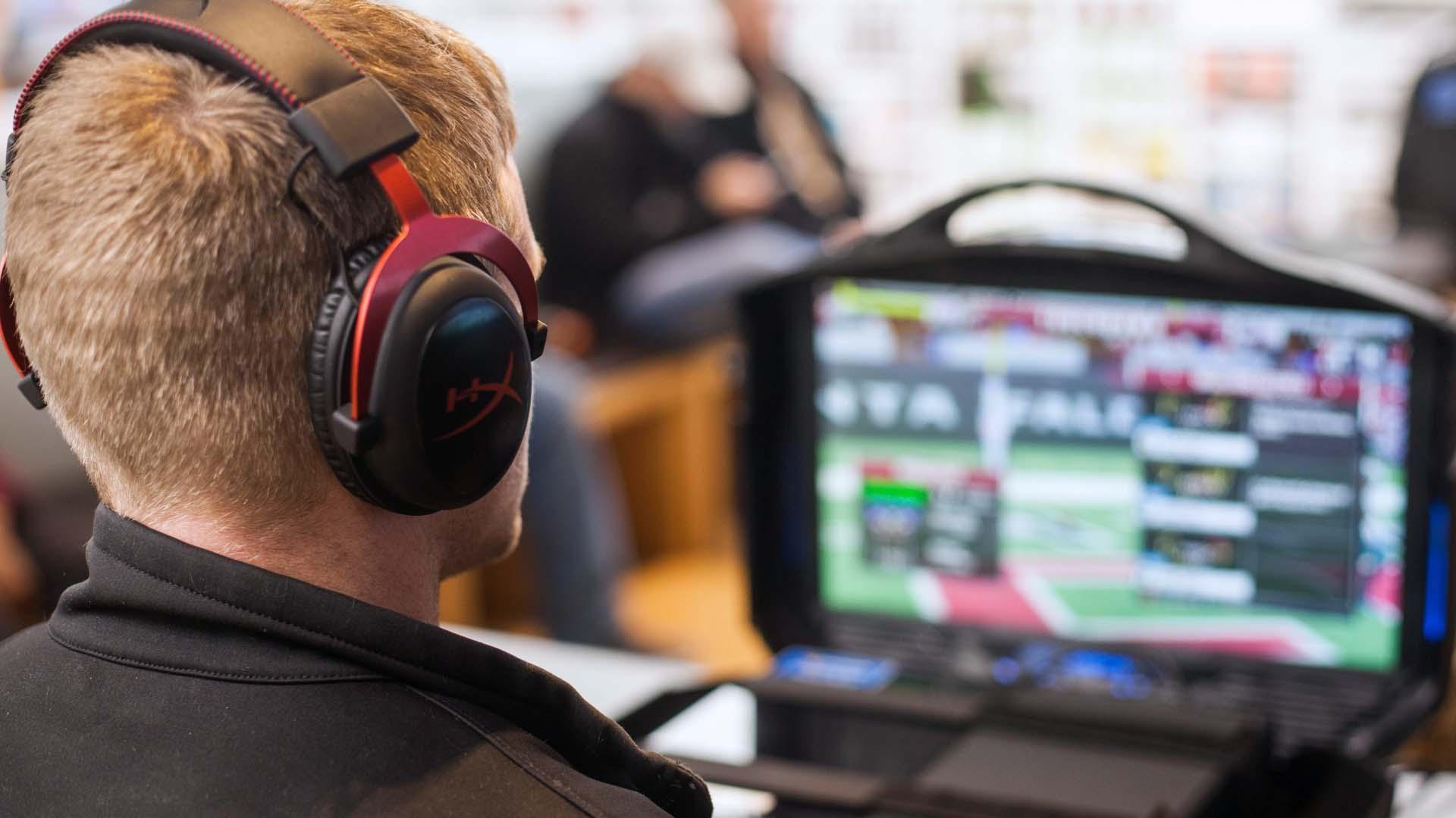 Uno spettatore di eSports
