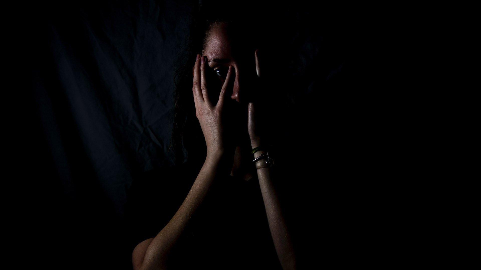 La violenza psicologica colpisce le donne come quella fisica