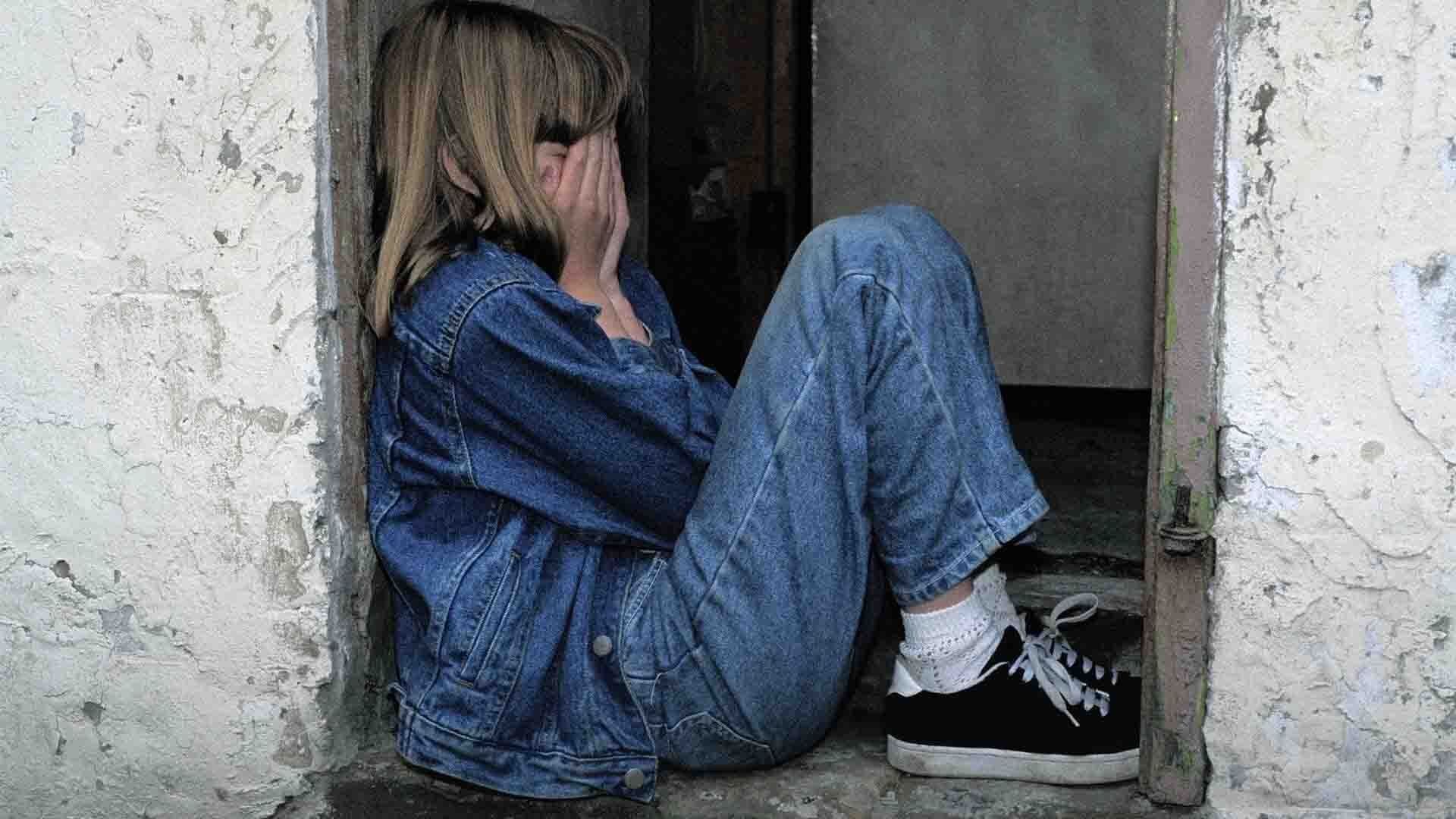Genitori maltrattanti e infanzie negate: la storia di 77.000 bambini italiani
